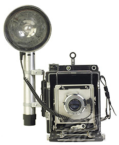 Antique camera with flash bulb and reflector L13